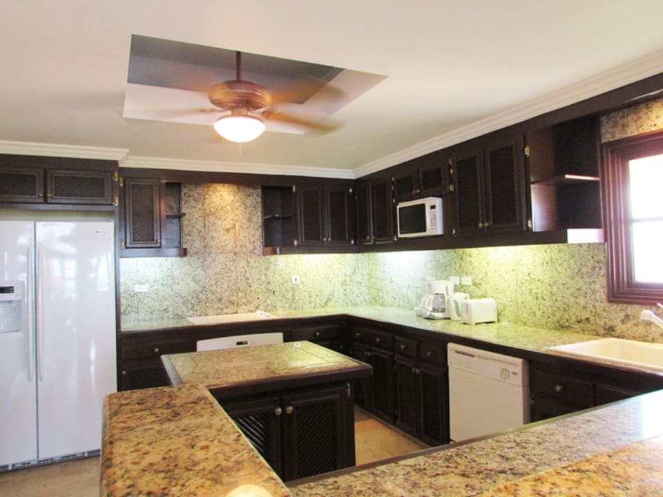 Spacious Kitchen - Granite Counters