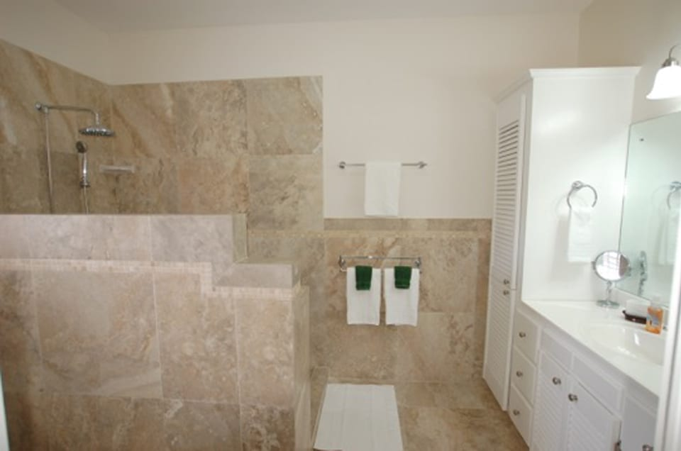 Modern bathroom - guest apartment