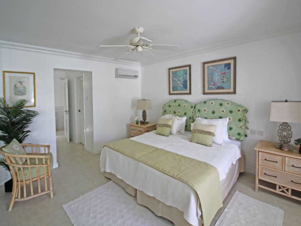 Sizeable bedroom with en-suite bathroom