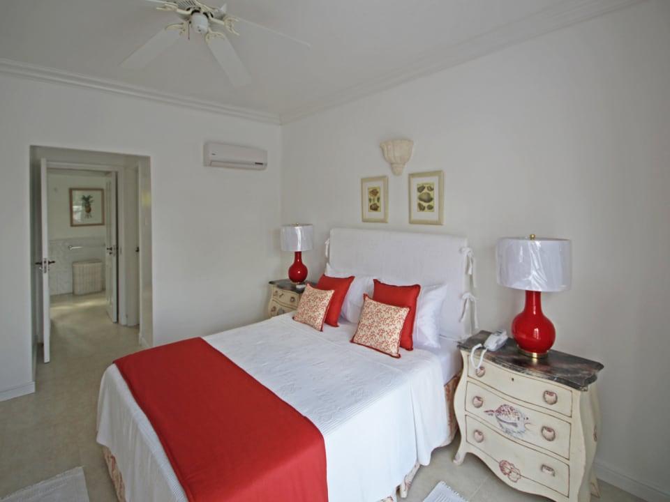 Air-conditioned bedroom with en-suite bathroom