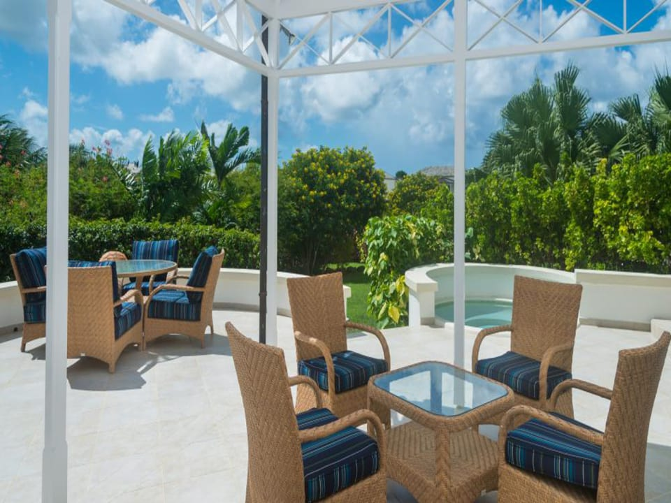 Patio area with plunge pool