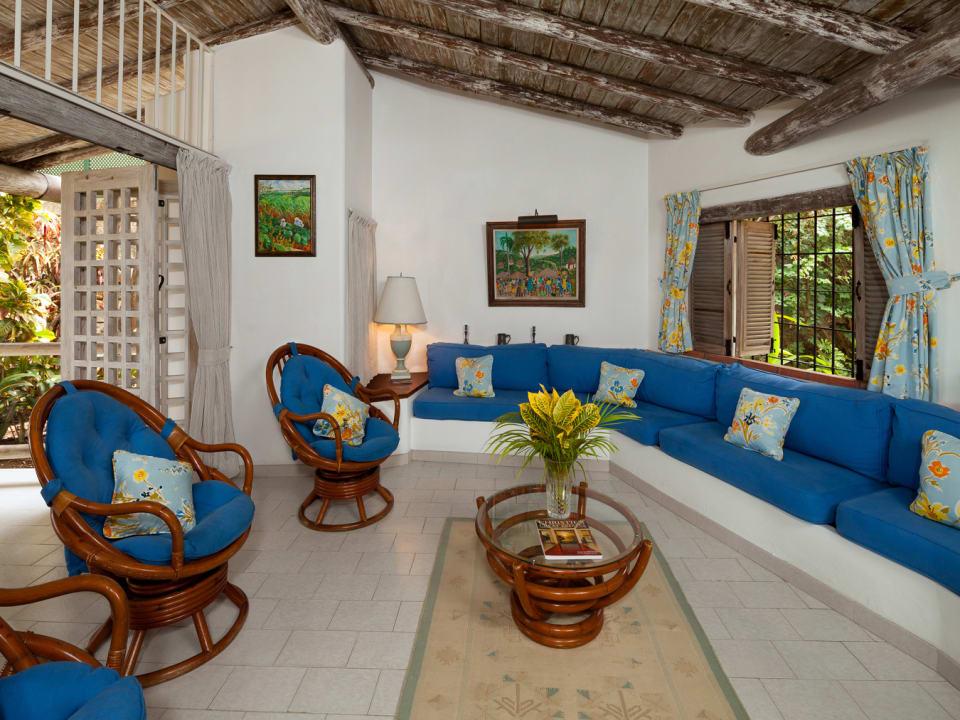 Spacious living room/ceiling of wallaba beams