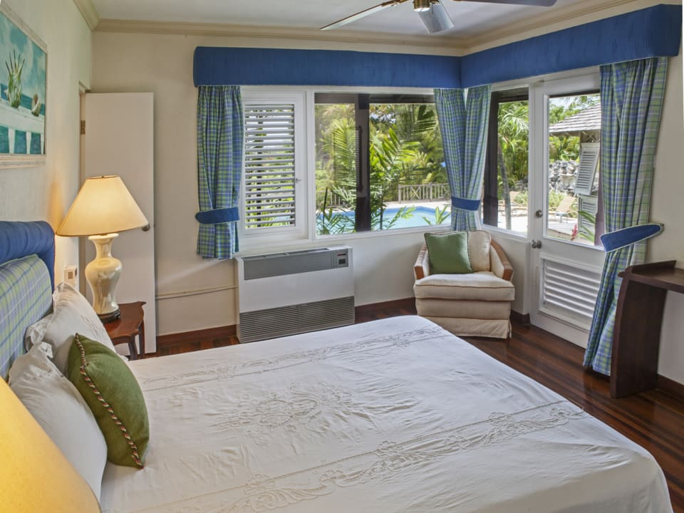 Ground floor guests bedroom with pool views
