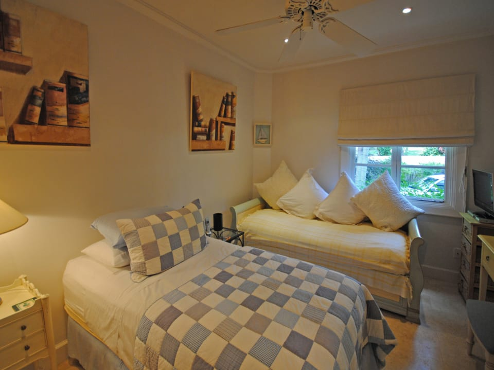 Twin guest bedroom on ground floor