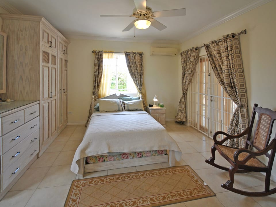 Guest bedroom on ground floor