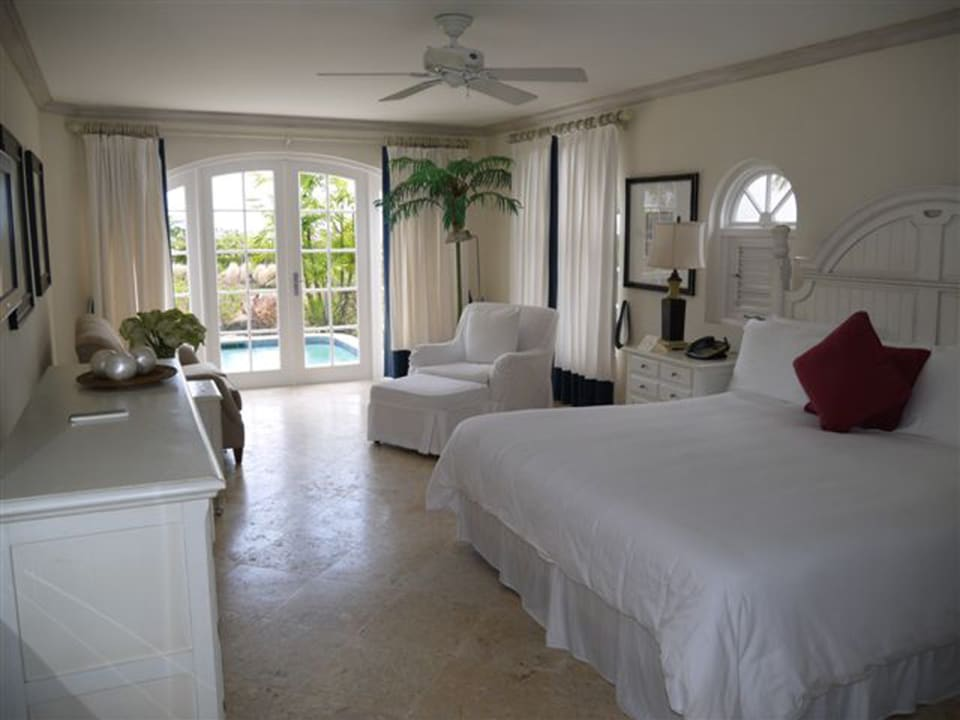 Master Bedroom Overlooking Plunge Pool