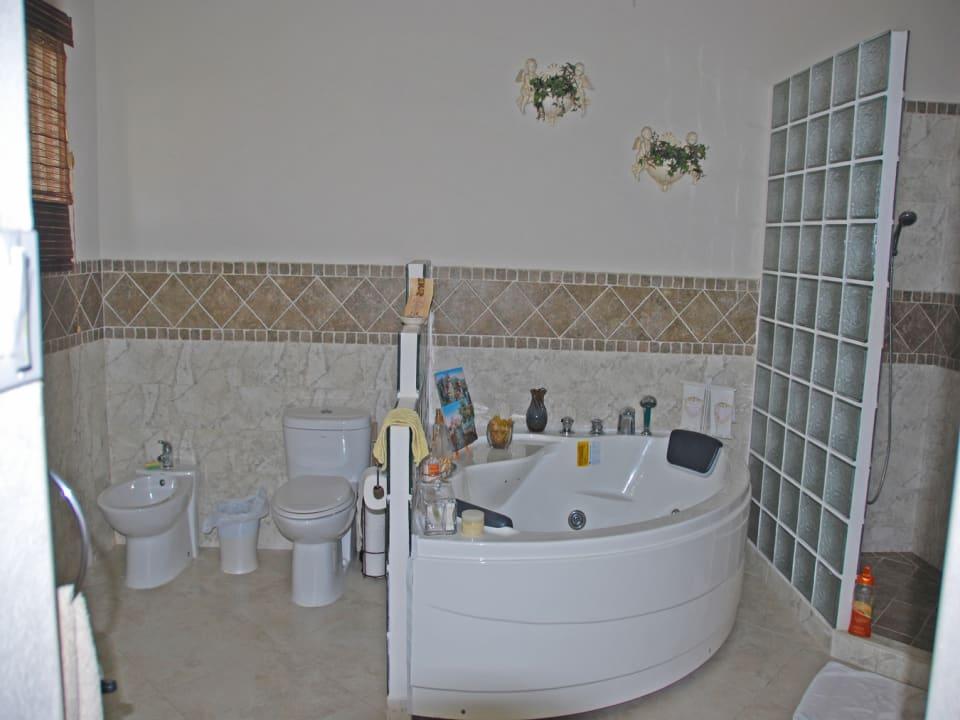 5-piece master bathroom