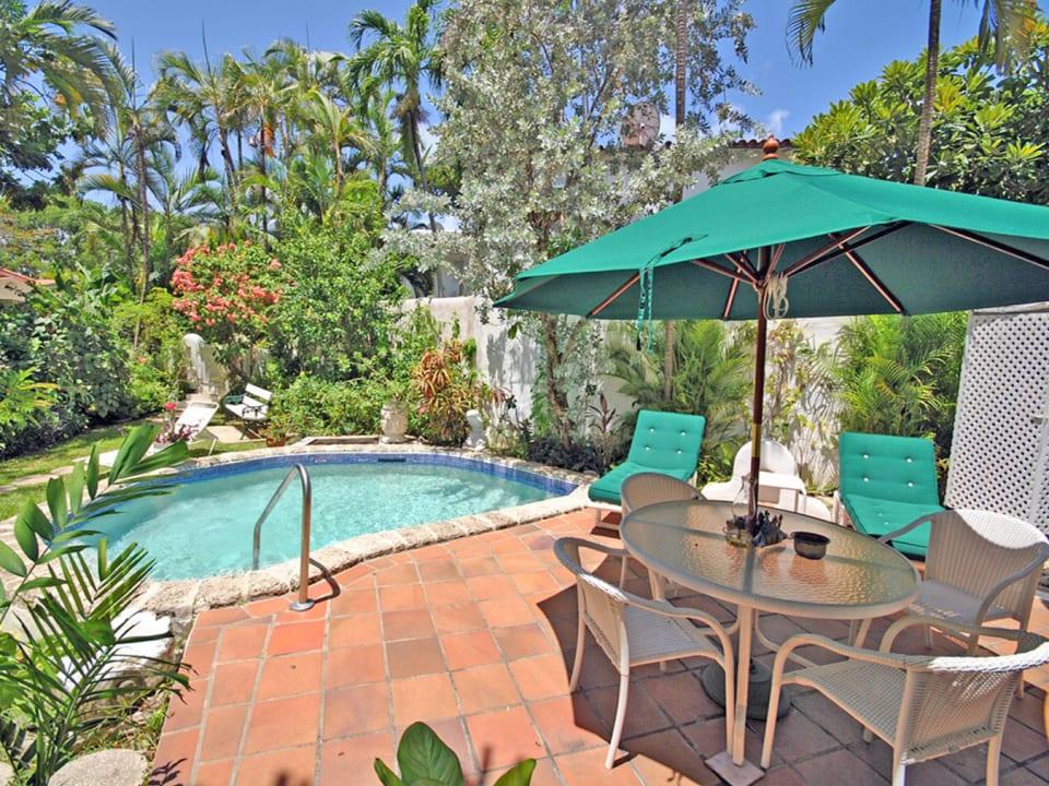 Secret Garden poolside dining