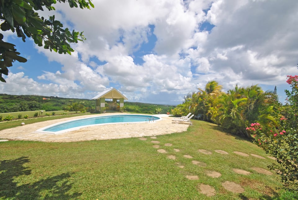 Swimming pool and gazebo at Westerlee cottage
