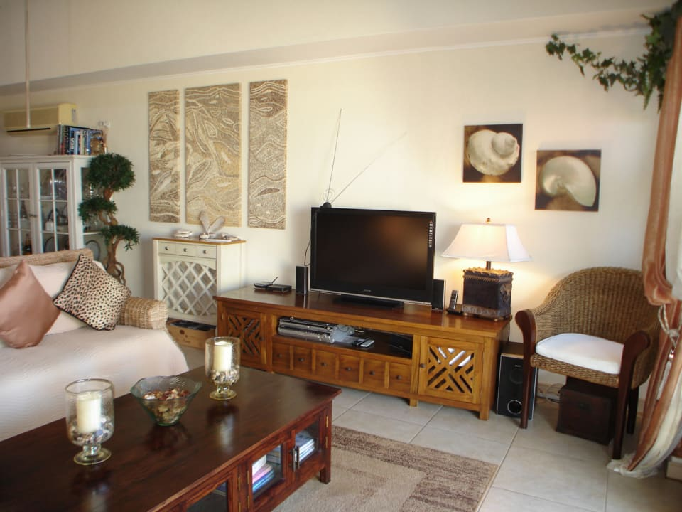 White Sands F3 - spacious, well furnished living room