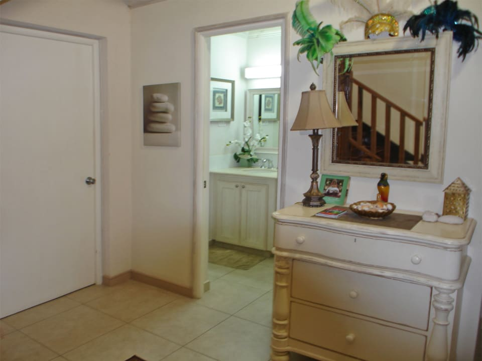 White Sands F3 - entrance hall and full 3rd bathroom