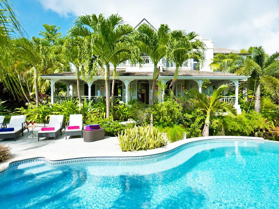 Swimming pool and Tortuga's beautiful gardens