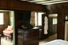 Feature Suite at Ockenden Manor