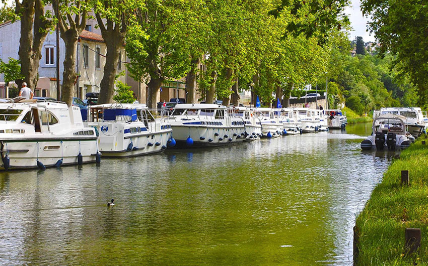 languedoc roussillon france river boats