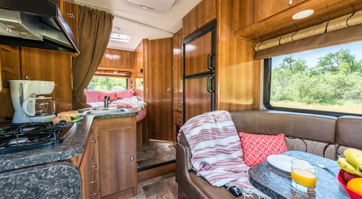 RV-21-23-4-Berth-Detail-Interior-2