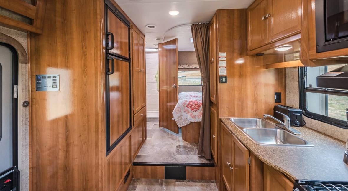 RV-25-27-6-Berth-Detail-Interior-2