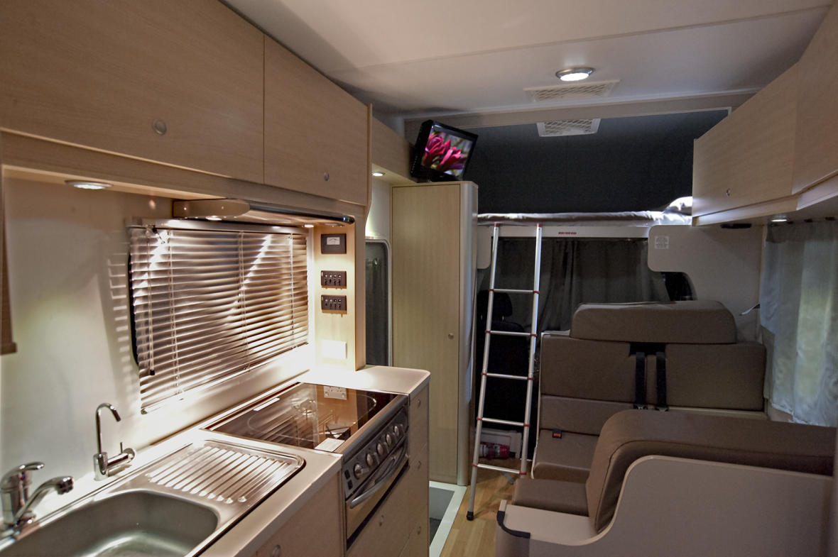 6 berth sunset campervan hire motorhome rental maui motorhomes nz. Black Bedroom Furniture Sets. Home Design Ideas