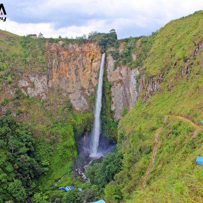 Sipiso-piso_Waterfall_xohgsw
