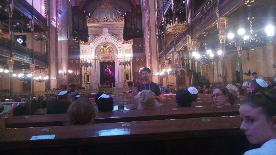 The Great Synagogue, listening to the guide