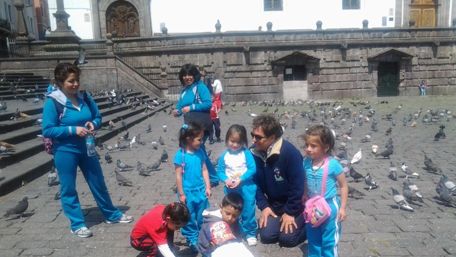 Marcos Frota with local children in San Francisco Square.