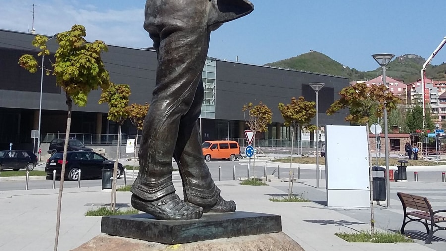Isa Boletini statue