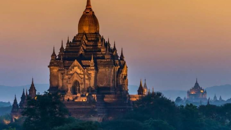a massive temple in Bagan