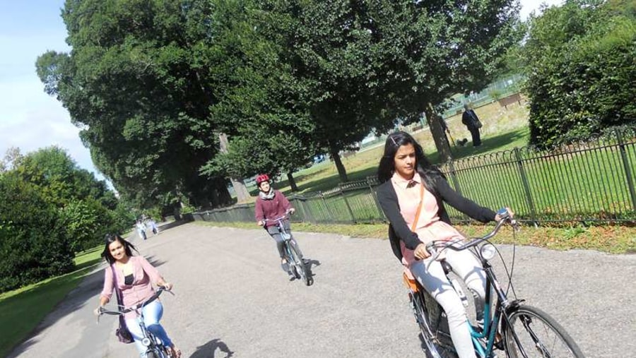 The Brighton Bike tour take you the Preston Park, the cities largest park at 59 acres.