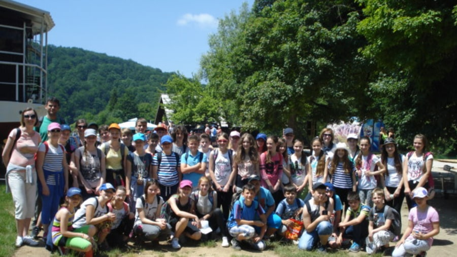 Guding a big group of school kids at Plitvice