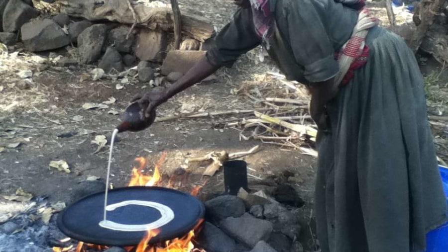 Baking Injera around the Tis Essat fall, Bahir Dar