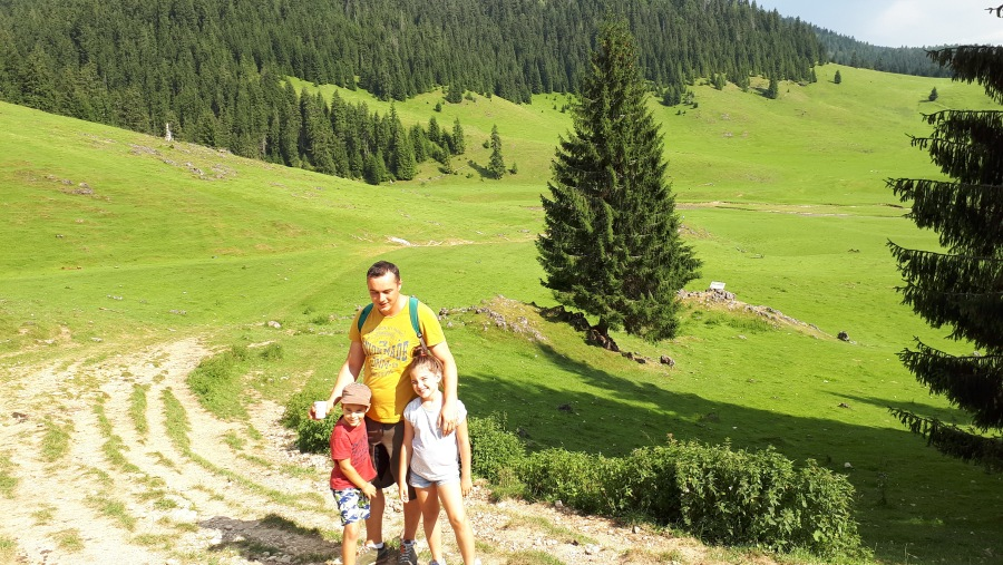 Family Mountain Touring - Padis Meadows