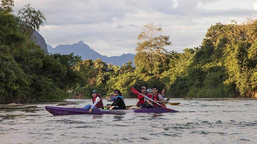 Kayaking along Namxong river in Vangvieng
