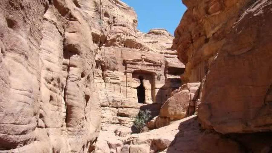 La Tumba del leon alaldo, camino el Monasterio.