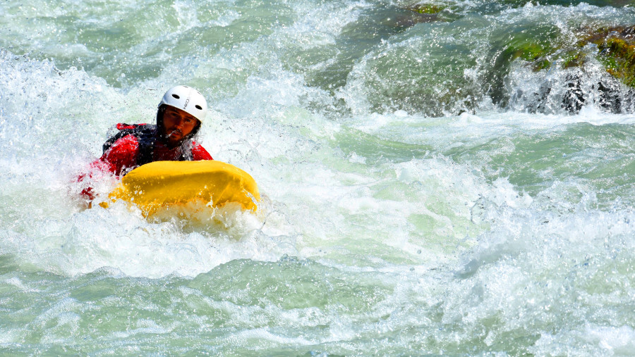 You just need to follow the flow of the Vjosa river and the instructions of the professional guide, who will teach you basic manoeuvres to safely go downriver and the rest depends entirely on you.