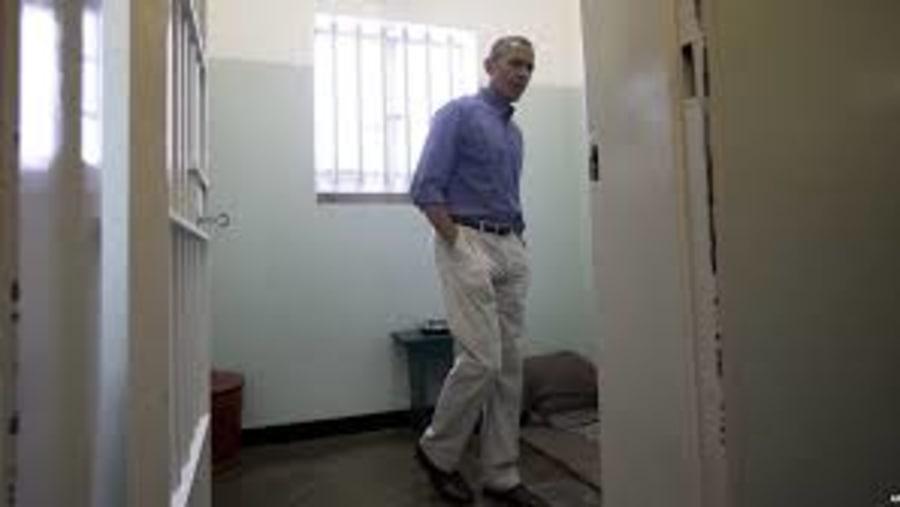 Barak Obama in Nelson MAndela's Cell