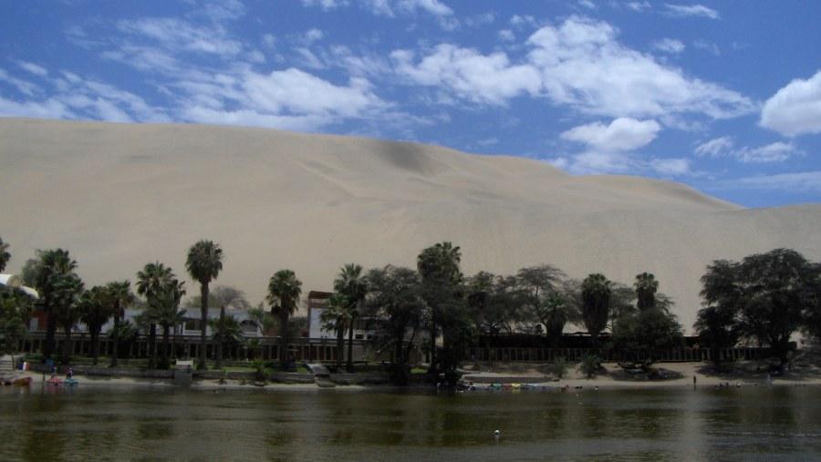 Huacachina lagoon shoreline.