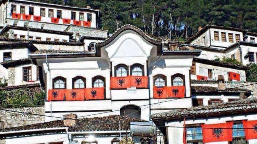 1001 windows, with Albanian Flag