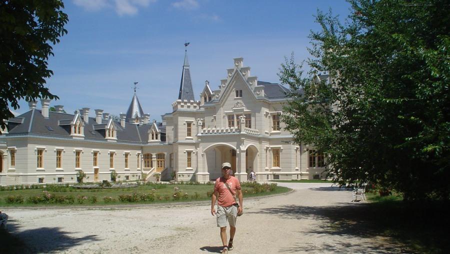 Hi, have a trip to Nádasladány Palace.