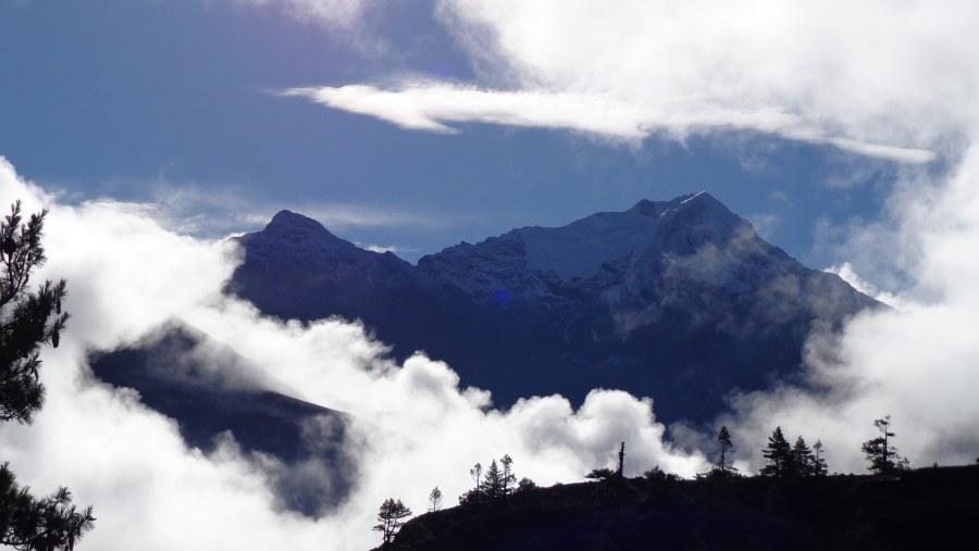 Pisang Peak seen from Humde