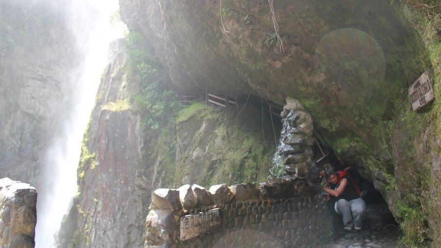 Devils pan waterfall and cave