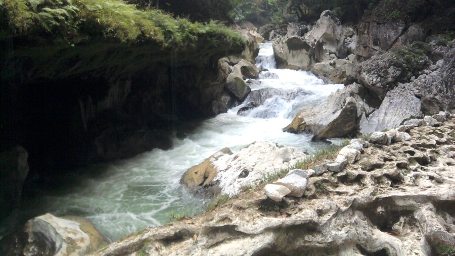 Cahabon river going into the underground cave