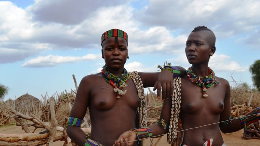 girls form Bena tribe
