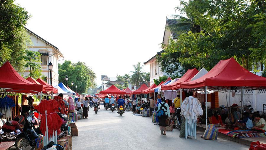 Venders prepared their shop at Night Market