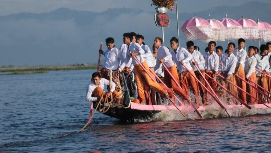 Phaung Daw Po Pagoda Procession