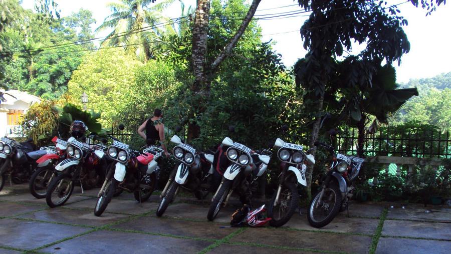Wonderful Sri Lanka - on a motorcycle