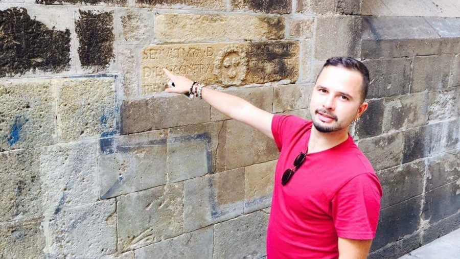 Showing to my friend Alexandros a medieval inscription on the the wall of the Cathedral of Barcelona