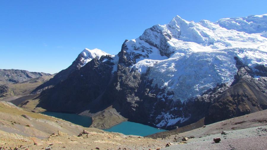 Jatunpuqacocha and Ausangate Mountain