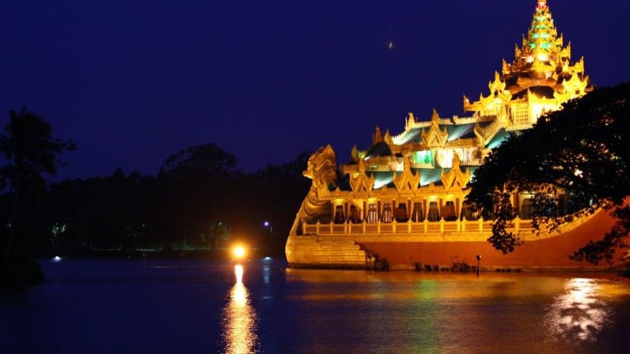 Kandawgyi Lake-Yangon