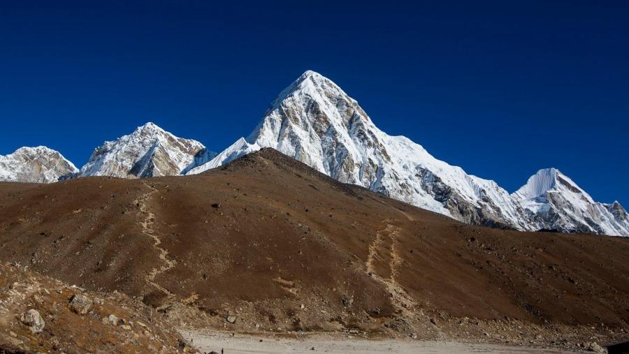 Mount punitive with gorekshep village