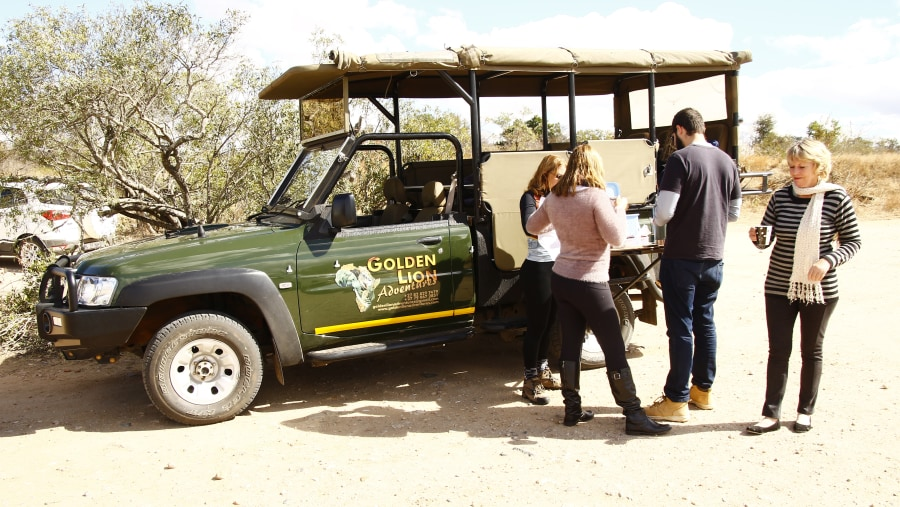 Guests on full day game drive
