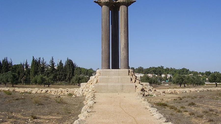 3 olive trees on 3 columns